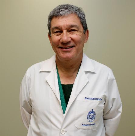 Dr. Alejandro González A.