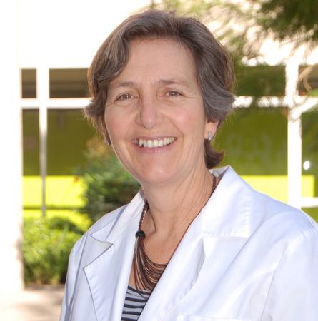 Dra. Philippa Moore C.