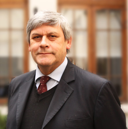 Dr. Gonzalo Valdivia C.