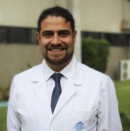Dr. Álvaro Abarzúa A.