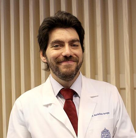 Dr. Maximiliano Rovegno E.
