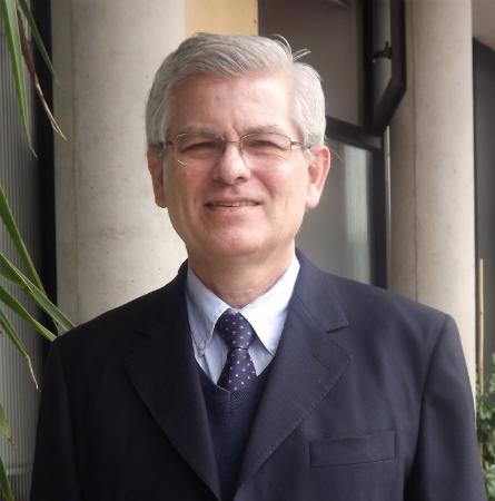Dr. Carlos Reyes A.