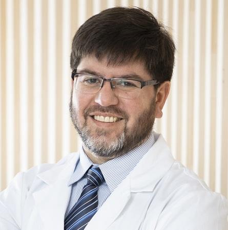 Dr. Raúl González C.