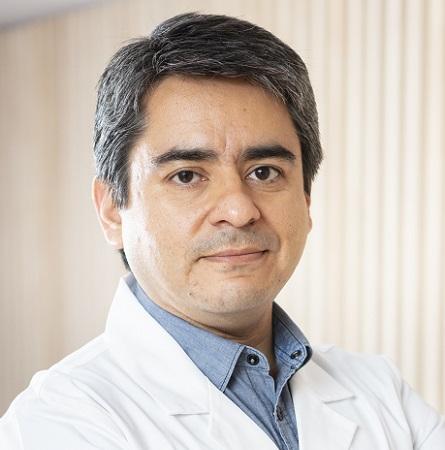 Dr. Rolando Espinoza D.