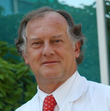 Dr. Alejandro Raddatz E.